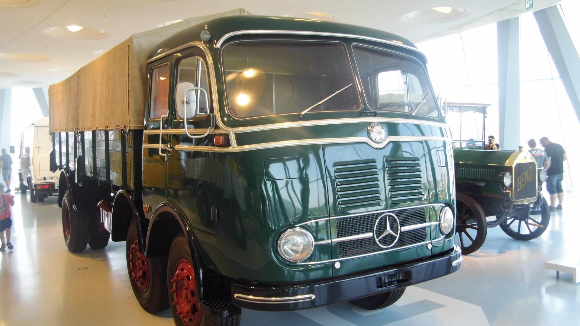Mercedes-Benz LP 333 Pritschenwagen
